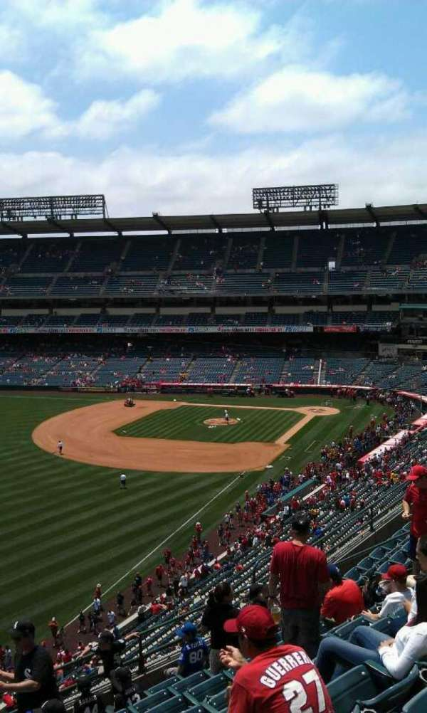 Angel Stadium, secção: 405, fila: j , lugar: 1