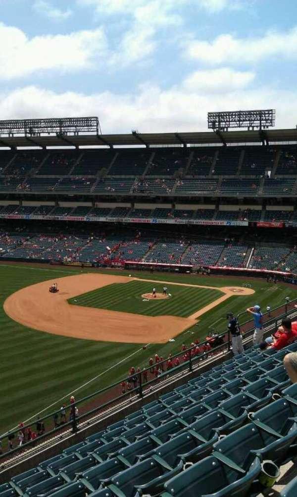Angel Stadium, secção: V408, fila: h , lugar: 1