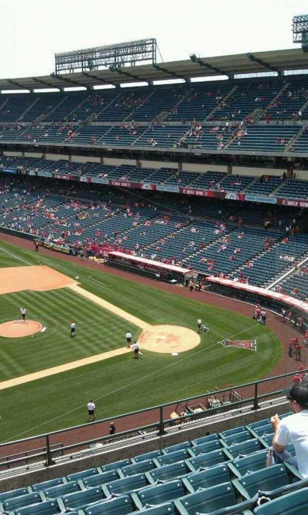 Angel Stadium, secção: 412, fila: j, lugar: 2