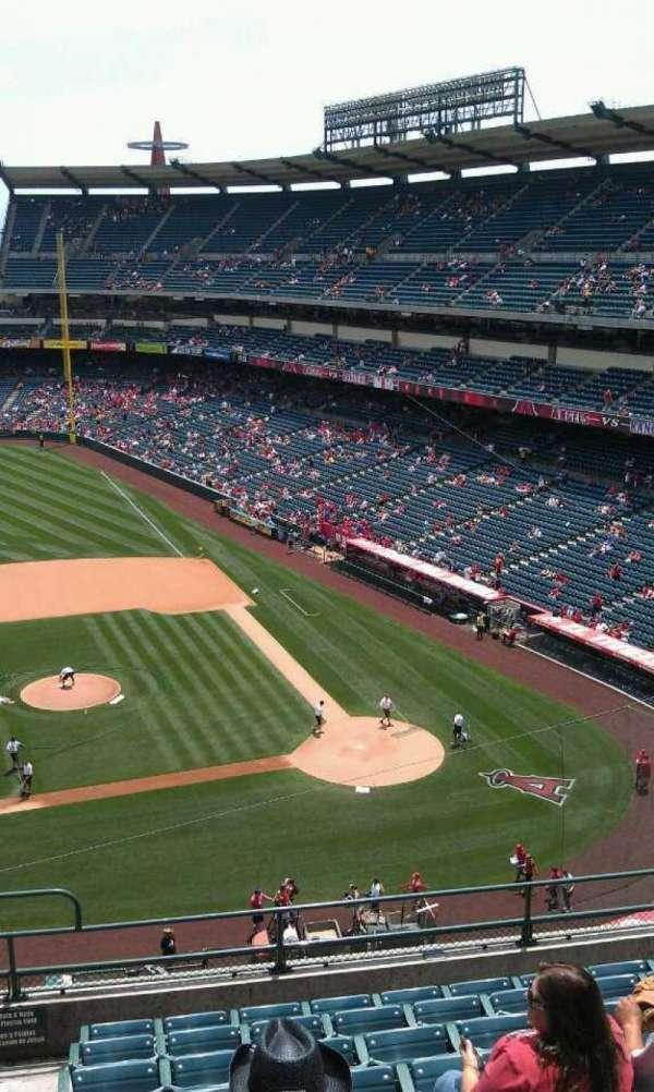 Angel Stadium, secção: V413, fila: j , lugar: 1