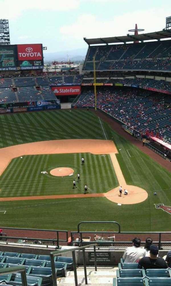Angel Stadium, secção: 414, fila: j, lugar: 1