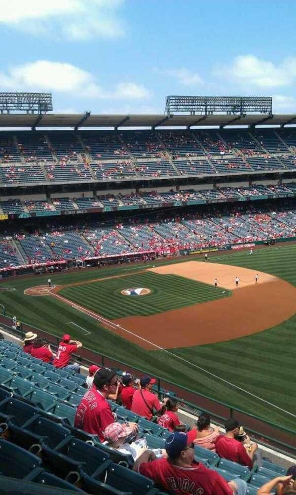 Angel Stadium, secção: V430, fila: j , lugar: 1
