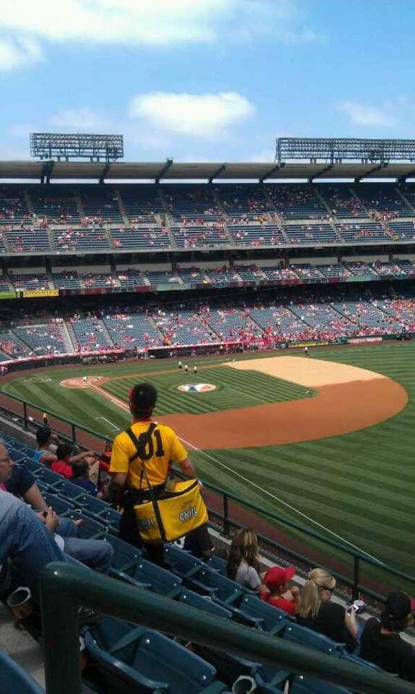 Angel Stadium, secção: V431, fila: f , lugar: 1
