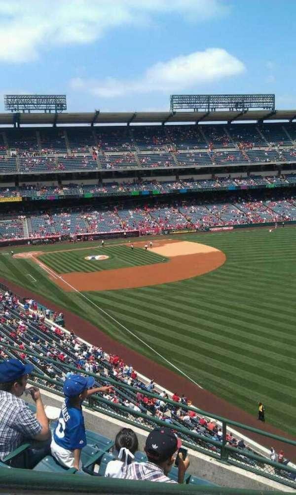 Angel Stadium, secção: V433, fila: f , lugar: 1