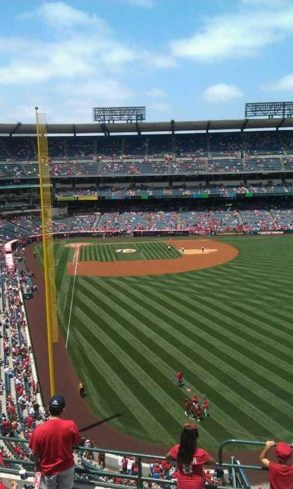 Angel Stadium, secção: V436, fila: g , lugar: 16