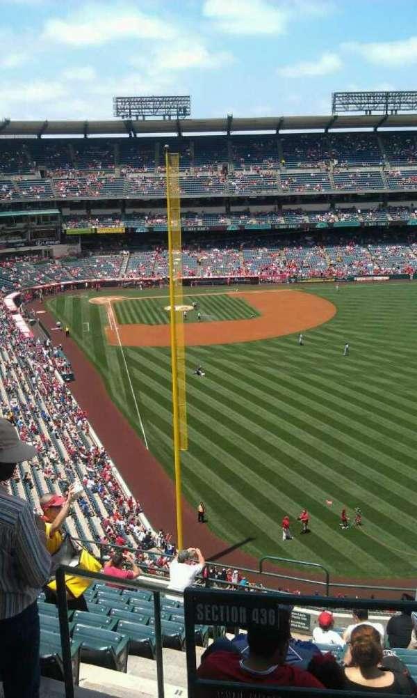 Angel Stadium, secção: V539, fila: b , lugar: 1