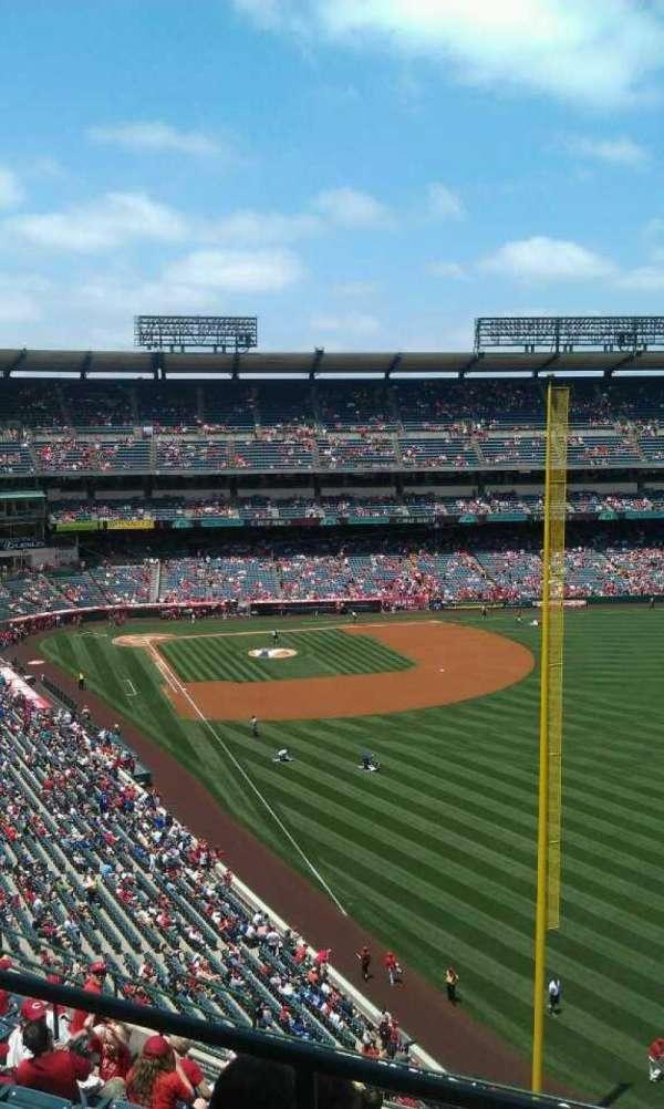 Angel Stadium, secção: V537, fila: a , lugar: 19