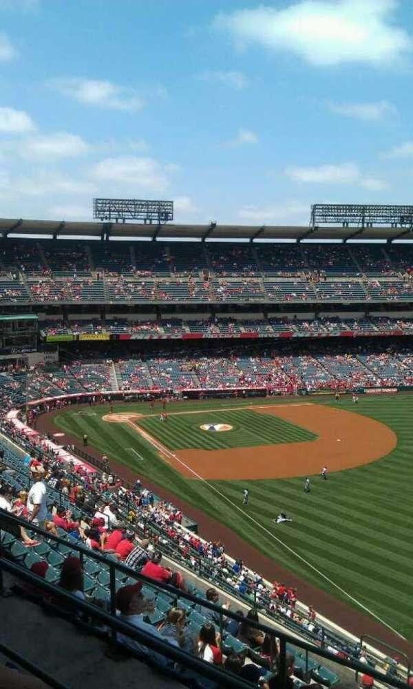 Angel Stadium, secção: V535, fila: c, lugar: 19
