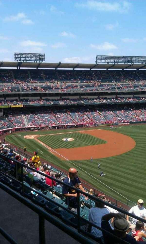 Angel Stadium, secção: V534, fila: b, lugar: 16
