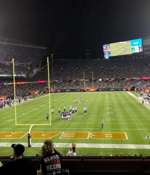 Soldier Field, secção: 221, fila: 6, lugar: 8
