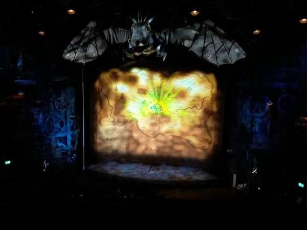 Apollo Victoria Theatre, secção: Circle, fila: A, lugar: 21