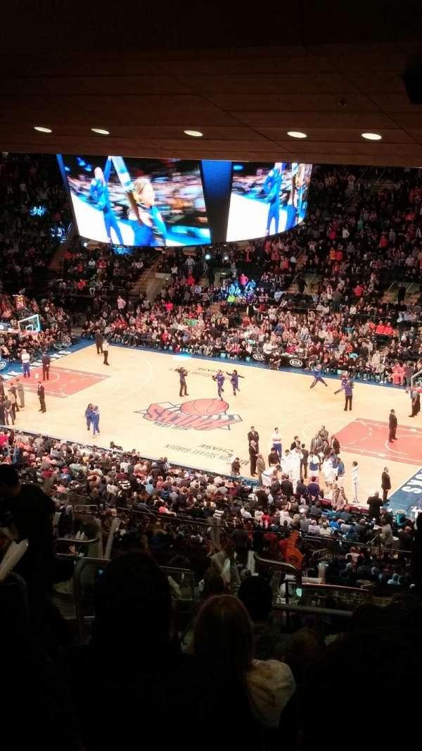 Madison Square Garden, secção: 214, fila: 18, lugar: 12