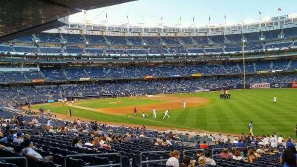 Yankee Stadium, secção: 110, fila: 28, lugar: 7