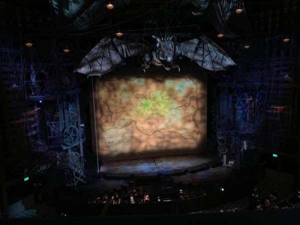 Apollo Victoria Theatre, secção: Circle, fila: B, lugar: 28