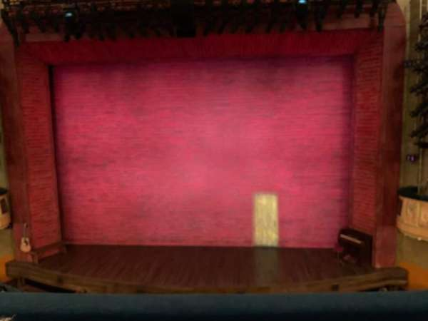 Shubert Theatre, secção: Mezzanine Center, fila: C, lugar: 104
