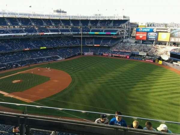 Yankee Stadium, secção: 411, fila: 3, lugar: 2