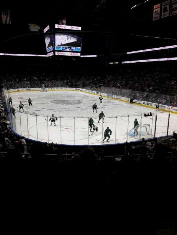 VyStar Veterans Memorial Arena, secção: 121, fila: S, lugar: 6