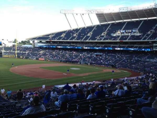 Kauffman Stadium, secção: 214, fila: KK, lugar: 9