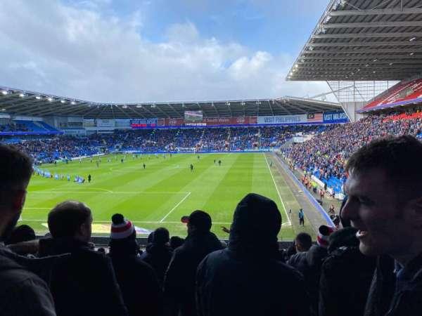 Cardiff City Stadium, secção: 123, fila: DD, lugar: 127