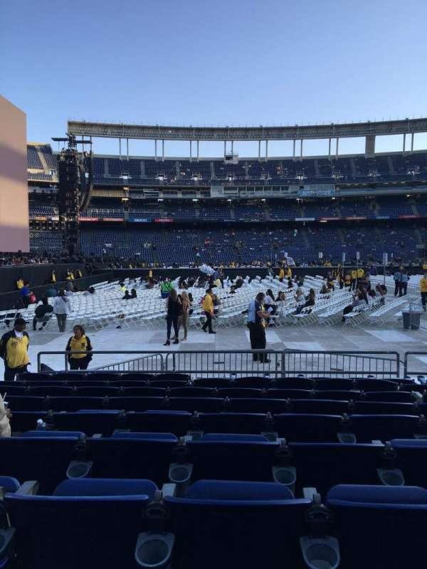 San Diego Stadium, secção: F5, fila: 9, lugar: 7