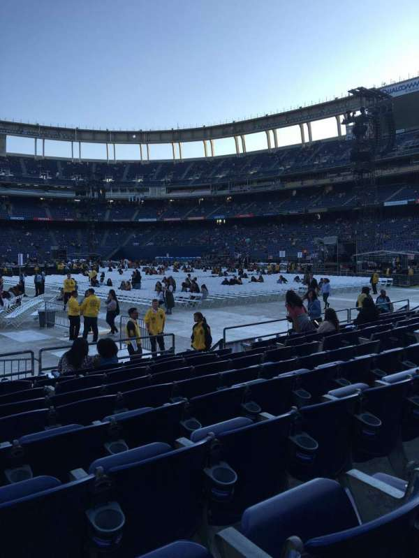 San Diego Stadium, secção: F5, fila: 9, lugar: 6,7