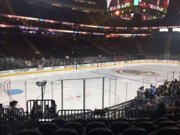 T-Mobile Arena, secção: 3, fila: L