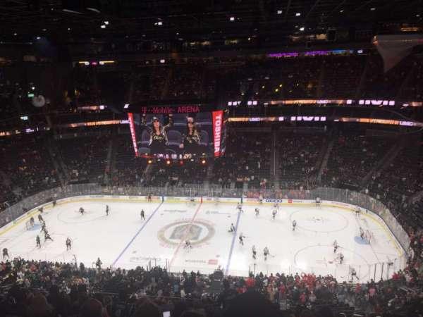 T-Mobile Arena, secção: 221, fila: M