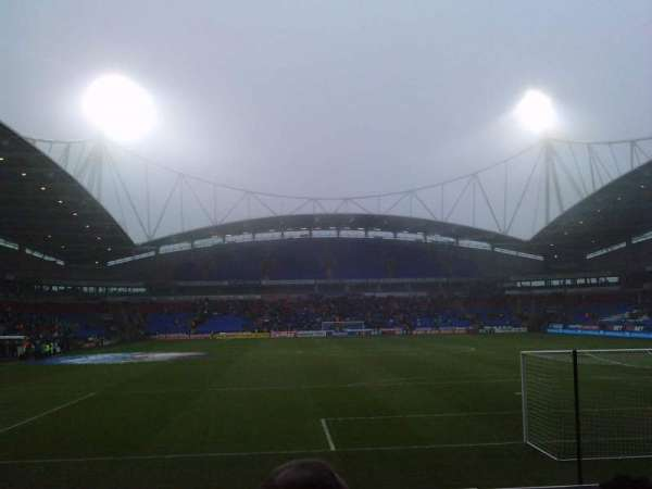 University of Bolton Stadium, secção: South Stand Lower, fila: J, lugar: 92