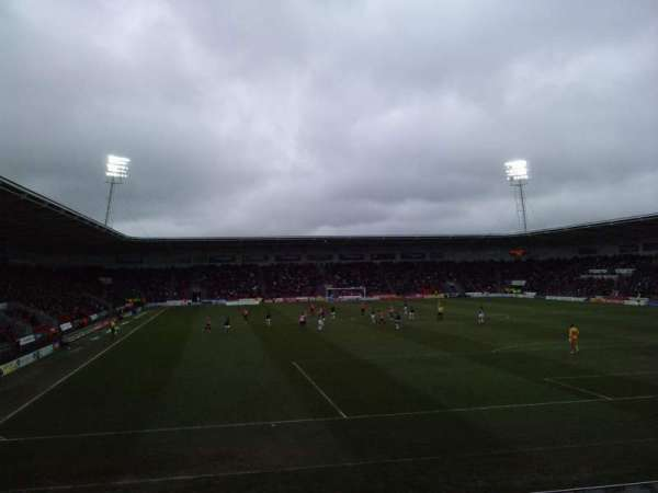Keepmoat Stadium, secção: North Stand, fila: N, lugar: 0969