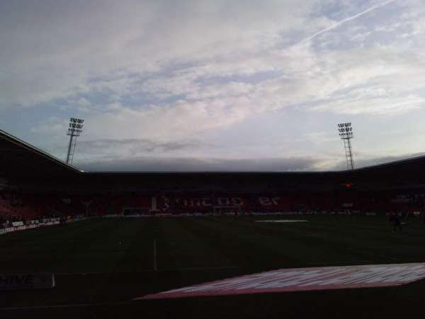 Keepmoat Stadium, secção: North Stand, fila: E, lugar: 0955