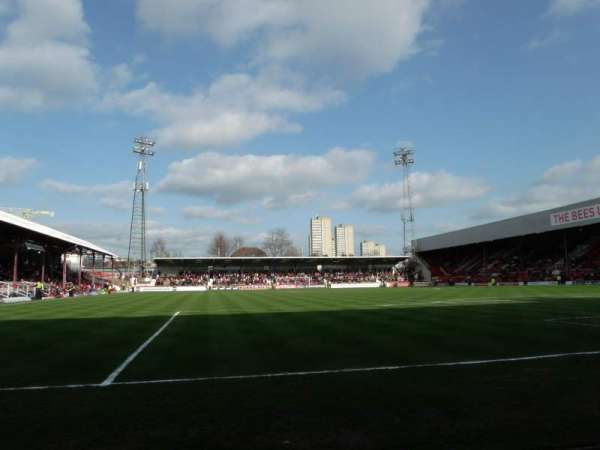 Griffin Park, secção: Brook Road Terrace, fila: Front