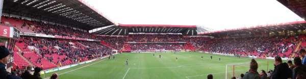 The Valley, secção: South Stand Block B, fila: M, lugar: 104