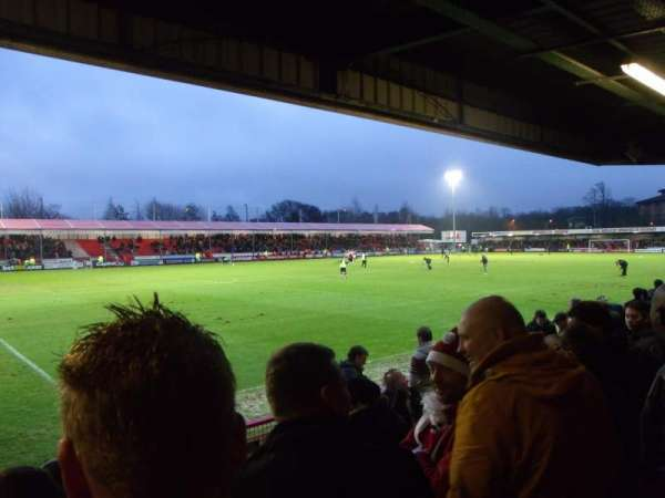 Broadfield Stadium, secção: North Stand, fila: Back row