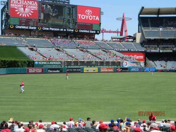Angel Stadium, secção: T204, fila: P, lugar: 12