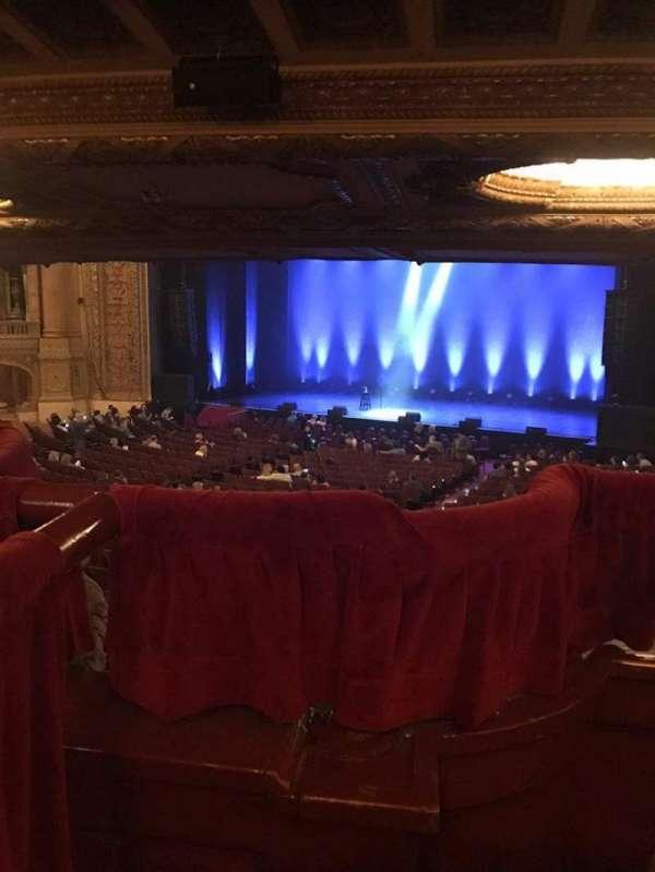 Chicago Theatre, secção: Mezzanine Box J, fila: 3, lugar: 4