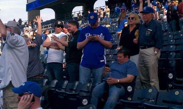 Kauffman Stadium, secção: 209, fila: KK, lugar: 13