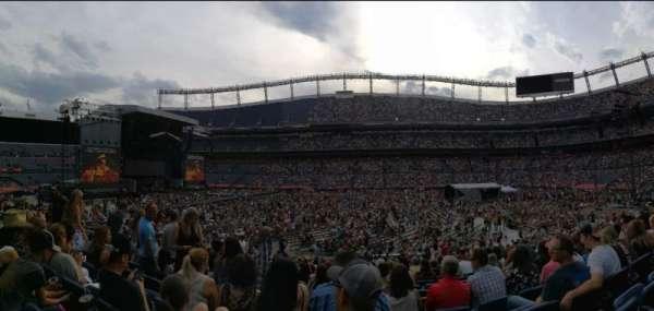 Empower Field at Mile High Stadium, secção: 122, fila: 20, lugar: 13