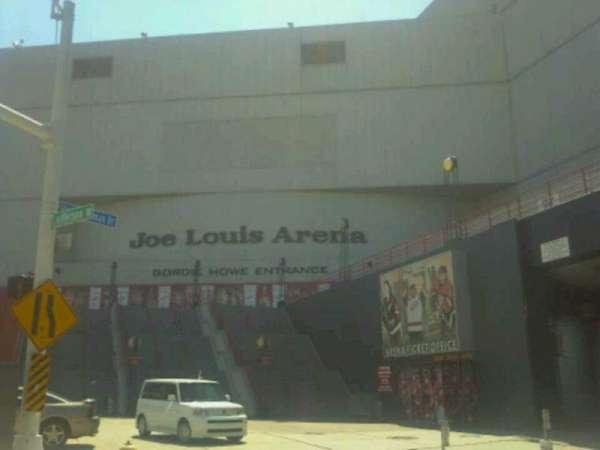 Joe Louis Arena, secção: Gordie Howe entrance
