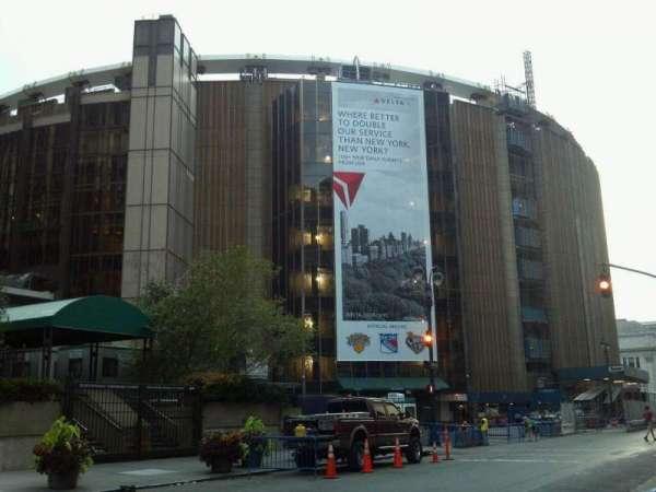 Madison Square Garden, secção: Outside