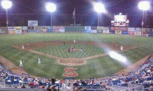Salem Memorial Ballpark, secção: Suite 5