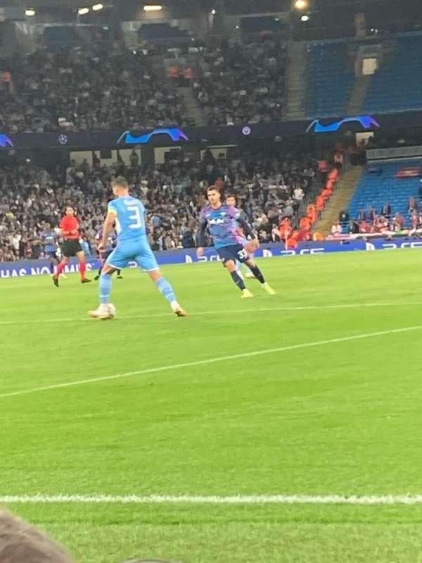 Etihad Stadium (Manchester), secção: 134, fila: 1, lugar: 942