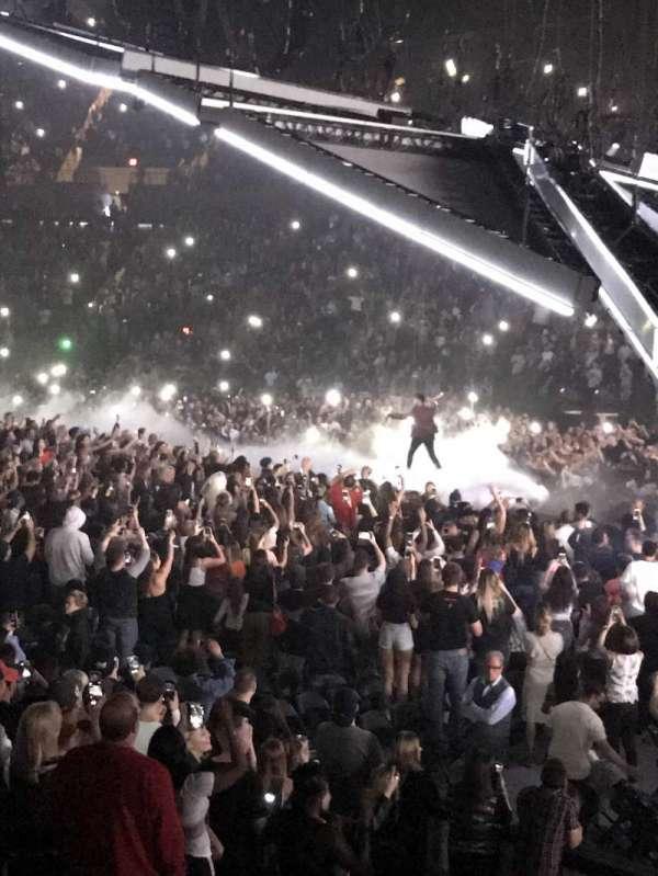 Nassau Veterans Memorial Coliseum, secção: 128, fila: 1