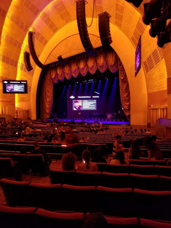 Radio City Music Hall, secção: Orchestra 1, fila: D, lugar: 104
