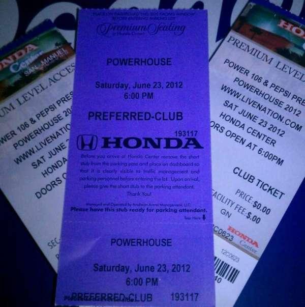 Honda Center, secção: CLUB 307, fila: C, lugar: 5-6