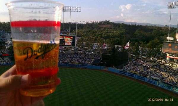 Dodger Stadium, secção: 18RS, fila: AA, lugar: 14-17