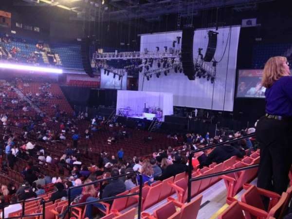 Mohegan Sun Arena, secção: 17, fila: R, lugar: 6