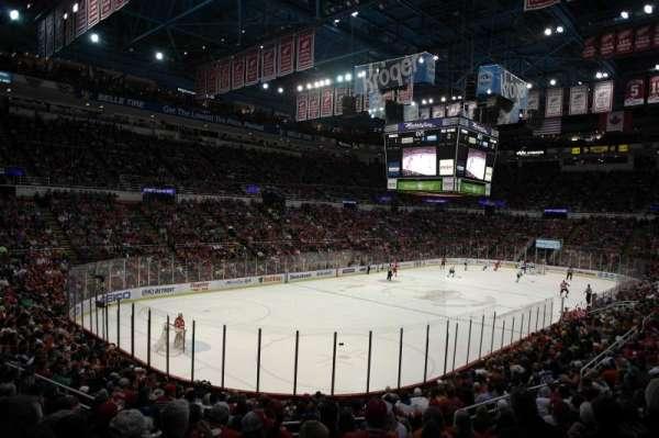 Joe Louis Arena, secção: 226 c standing room, fila: 1, lugar: 1