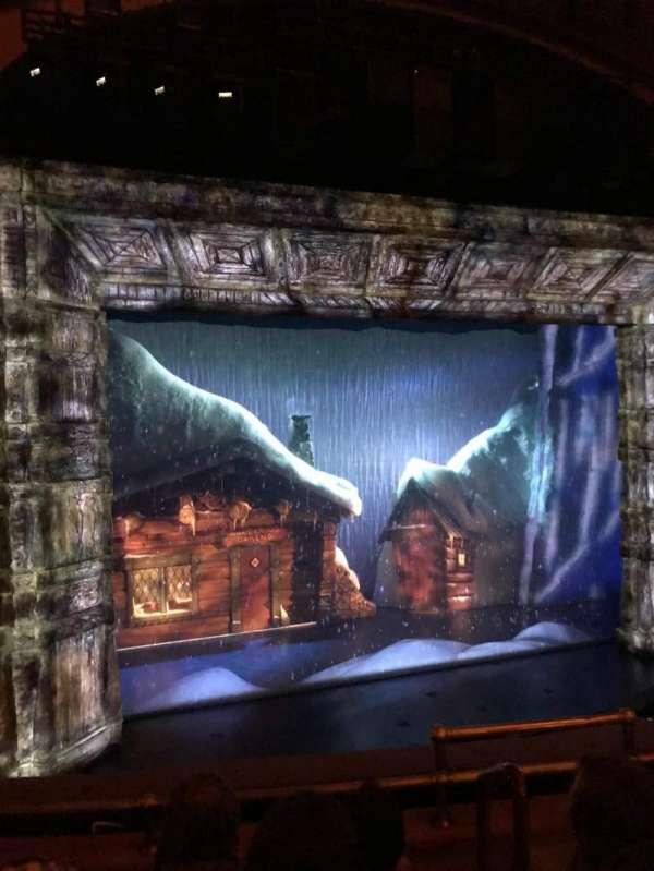 St. James Theatre, secção: Mezzanine L, fila: D, lugar: 5