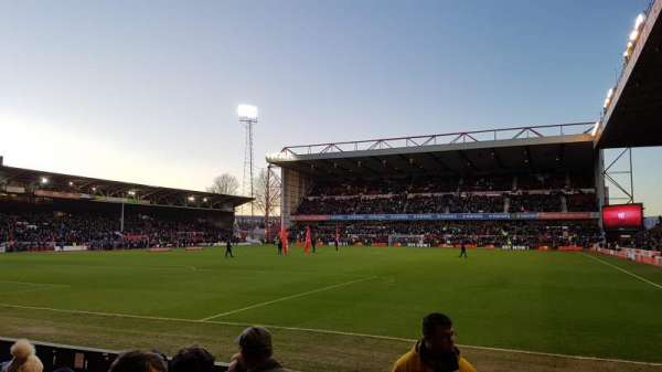 City Ground, secção: W2, fila: D, lugar: 85
