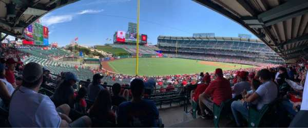 Angel Stadium, secção: T204, fila: D, lugar: 20